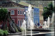Praça XV é emoldurada por casario colonial