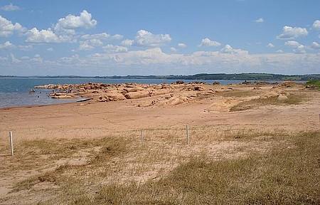 Praia e pesca na Pedrinha - Rio Paranapanema