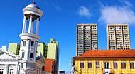 Detalhes da arquitetura no centro de Curitiba.