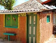 O colorido do Nordeste nas casas de taipa proximo de Canoa Quebrada