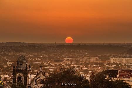 Pôr do sol no Alto da Sé (Olinda) - Encantando aqui e indo encantar lá do outro lado do mundo.