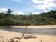 Águas geladinhas do Rio Caraíva  em direção ao mar...
