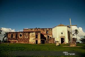 Explorar o Castelo Garcia d'Ávila