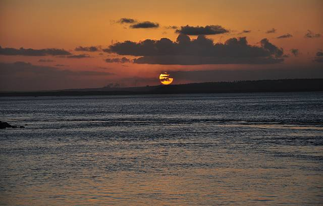 P�r do Sol na Lagoa Guara�ras! Espetacular! Vale a pena assistir!