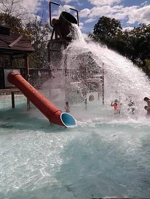 Milhares de litro de água quente caindo sobre as cabeças.