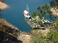 Tamb�m � bar Flutuante e porto
