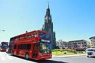 Ônibus panorâmicos circulam pelas principais atrações de Canela e Gramado
