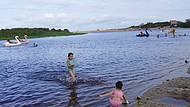 De um Lado a Lagoa do Outro a Praia da Costazul