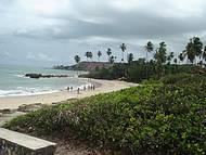 Praia de águas claras e tranquilas, ótimo para ir com a família