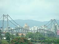 Ponte Hercílio Luiz... cartão postal de Floripa !