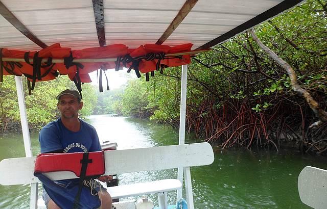 Passeio de barco Rio Jequiá