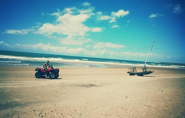 Passeio de quadriciclo pela praia