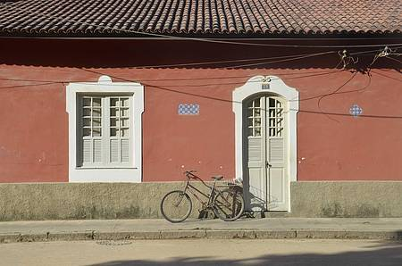 Paquetá - Cenário clássico: casario colonial e bicicleta