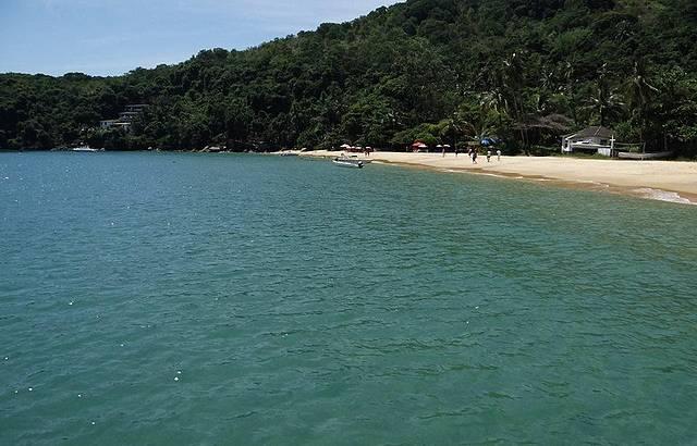 Praia Maravilhosa.... com ótimo bar...