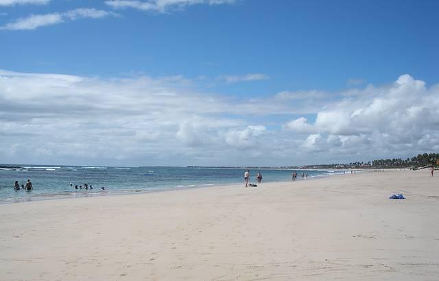 Praia do Cupe é a melhor para banho por suas piscinas naturais