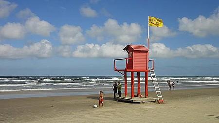 Na baixa temporada - Praias ficam tranquilas quando termina o verão