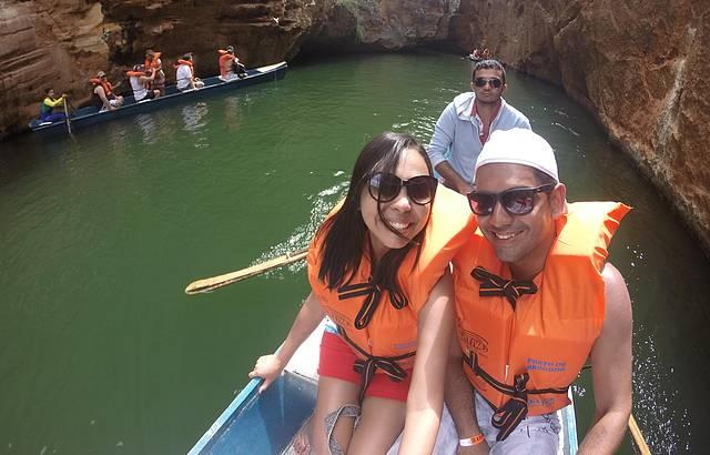 Passeio de barco pela gruta