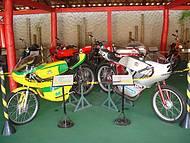 Motos de corrida estão entre os destaques