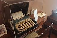 Máquina de escrever do poeta é uma das atrações