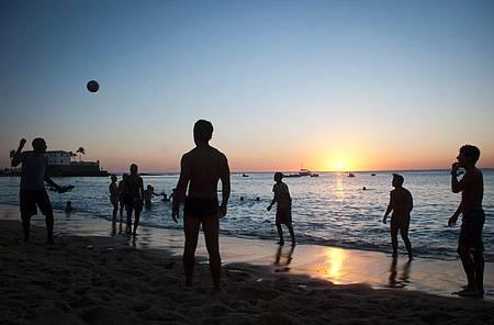 No Porto da Barra, pôr do sol dá show