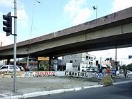 O viaduto que ficou famoso[no Jô Soares] por ter um semáforo embaixo