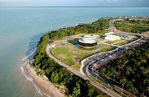 Estação Cabo Branco: Natureza emoldura obra de arte na Estação Cabo Branco -
