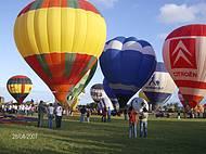 O balonismo é o forte de Torres. Balões se preparando p/subir.