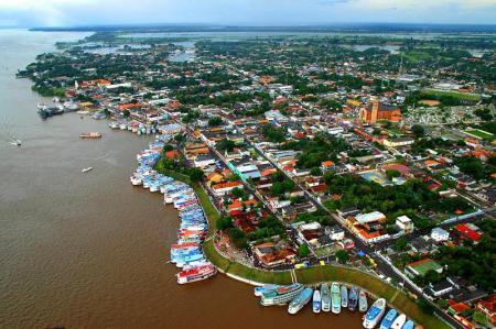 Avenida Beira-mar é tomada de embarcações