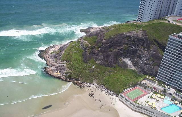 Morro do Maluf fica entre as praias da Enseada e Pitangueiras