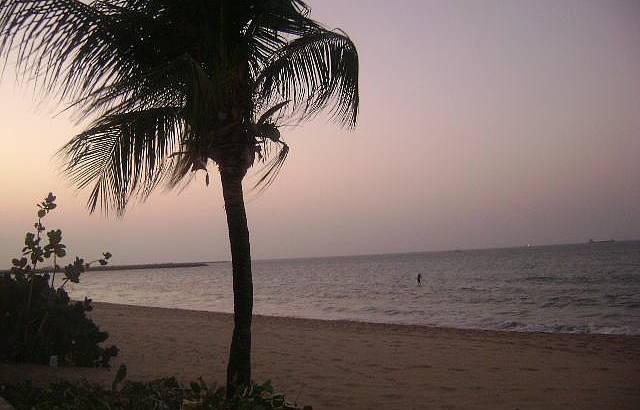 P�r do sol na beira mar em Fortaleza
