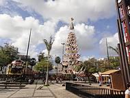 Árvore de Natal Feita de Redes Bem Criativo