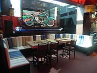 Bar dentro d Harley Davidson