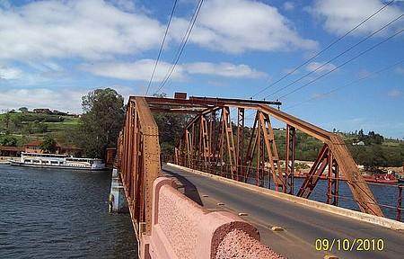 Ponte sobre o Rio Tietê