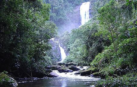 Cachoeira do Veado - Queda achega a 100 metros de altura