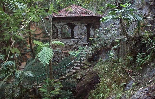 Uma casinha lá da Fonte dos Amores.