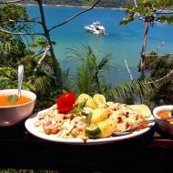 Almoço com bela vista em Porto Belo!