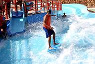 Piscina de surf  � uma das atra��es mais radicais