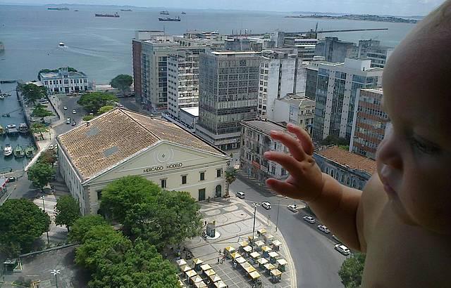 Mercado Modelo visto do Elevador Lacerda para a foto
