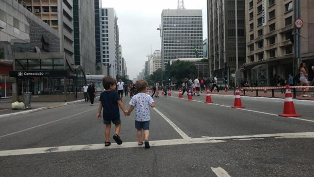 Domingo é dia de curtir a Paulista, fechada para carros