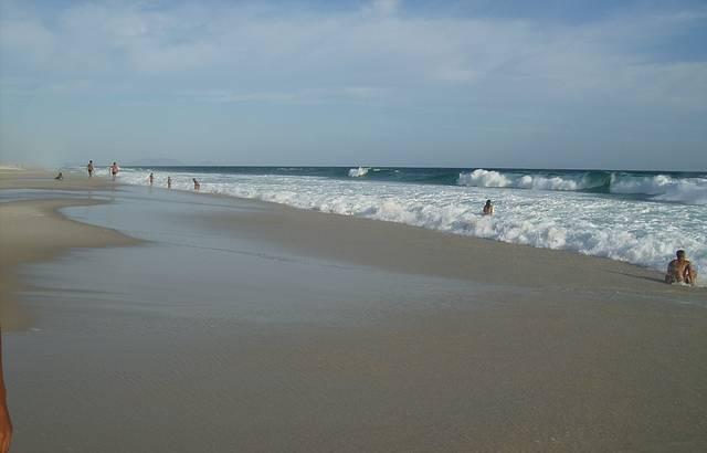 Mar Azul em Dia de Sol
