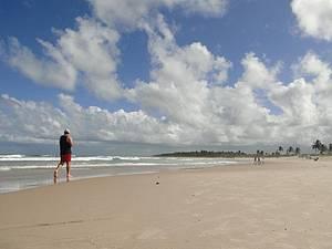 Praia do Francês: Para curtir o concorrido cenário, vá cedinho -