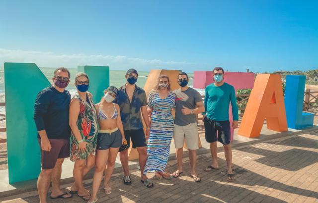 Em locais públicos, não deixe de usar máscara!