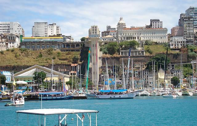 A cidade de Salvador, vista pelo Forte de S�o Marcelo.