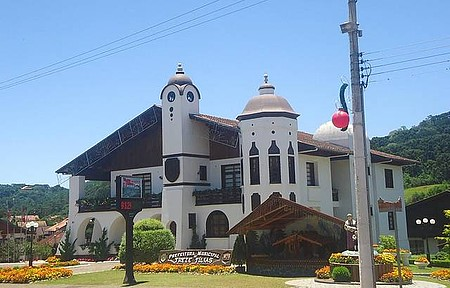 Prefeitura Municipal - A Prefeitura ainda ornamentada com a decoração natalina