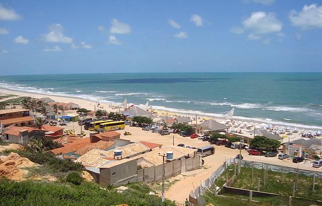 Vista da praia de Morro Branco, ao fundo as Barracas.