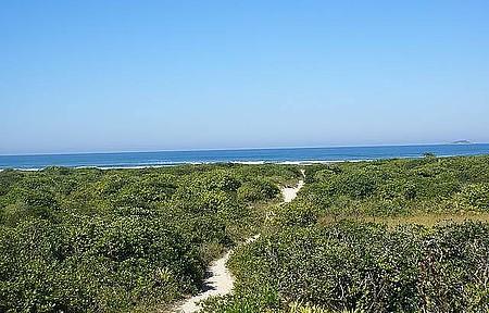 Marujá - Para chegar à praia, é preciso encarar a trilha