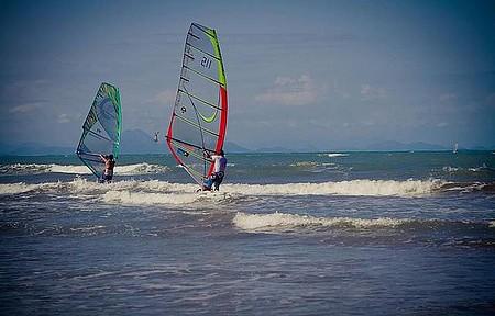 Windsurf - Bons ventos da região atarem velejadores o ano todo