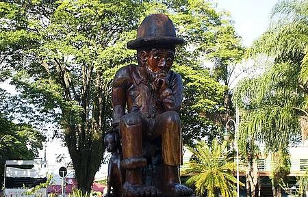 Jeca Tatu - Personagem de Monteiro Lobato é homenageado na praça