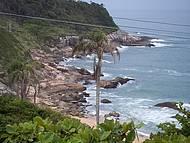 Mar azul, muita natureza e naturismo!