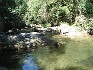 Próximo a cachoeira